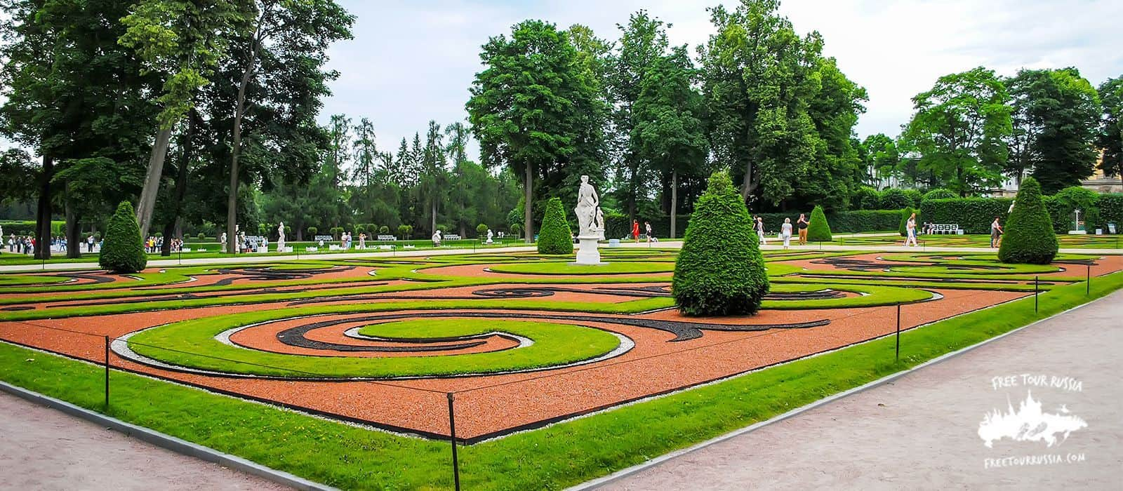 Tour in the St. Petersburg Gardens